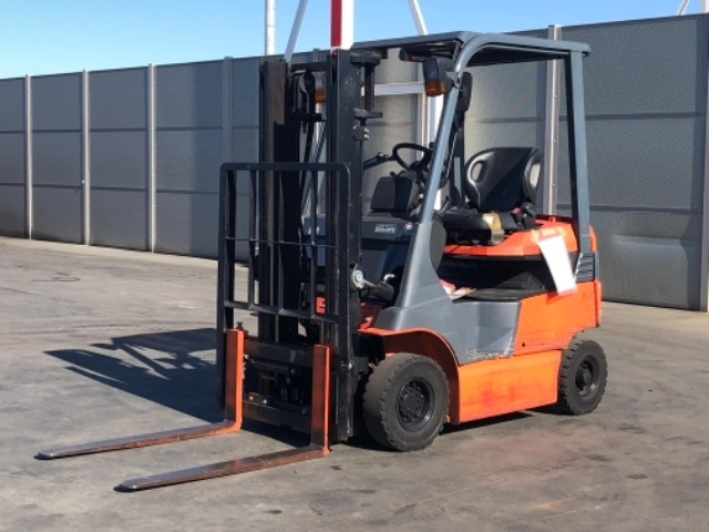 Import and buy TOYOTA FORKLIFT 2015 from Japan to Nairobi, Kenya