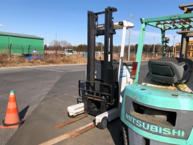 Import and buy OTHERS TCM FORKLIFT 2013 from Japan to Nairobi, Kenya