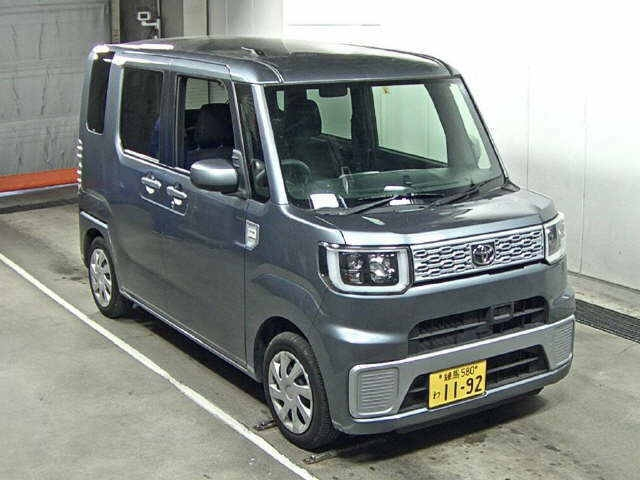 Import and buy TOYOTA PIXIS MEGA 2015 from Japan to Nairobi, Kenya