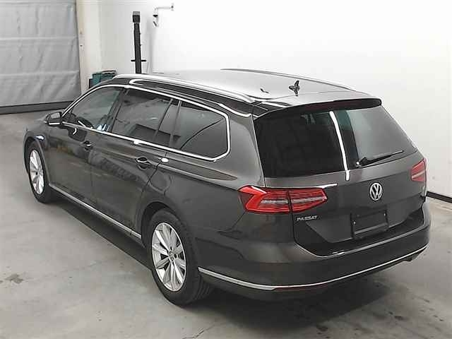 Import and buy VOLKSWAGEN PASSAT VARIANT 2017 from Japan to Nairobi, Kenya