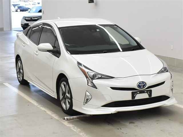 Import and buy TOYOTA PRIUS 2015 from Japan to Nairobi, Kenya