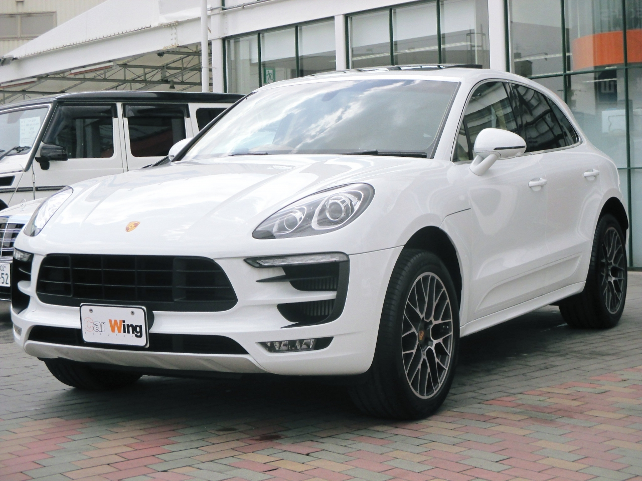 Import and buy PORSCHE MACAN 2016 from Japan to Nairobi, Kenya