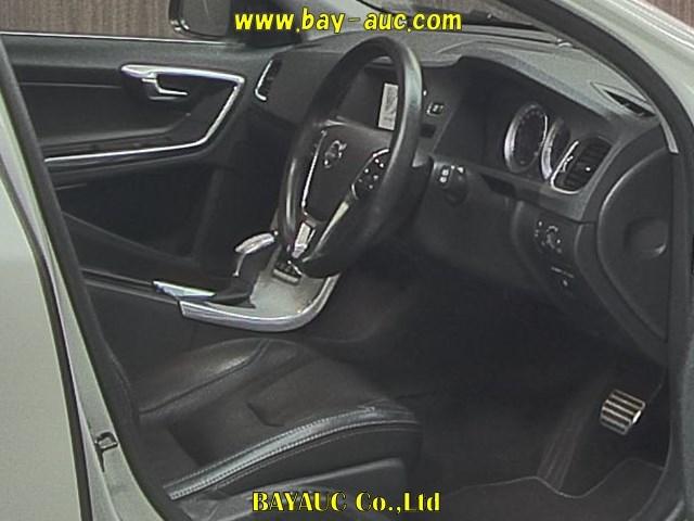 Import and buy VOLVO V60 2013 from Japan to Nairobi, Kenya