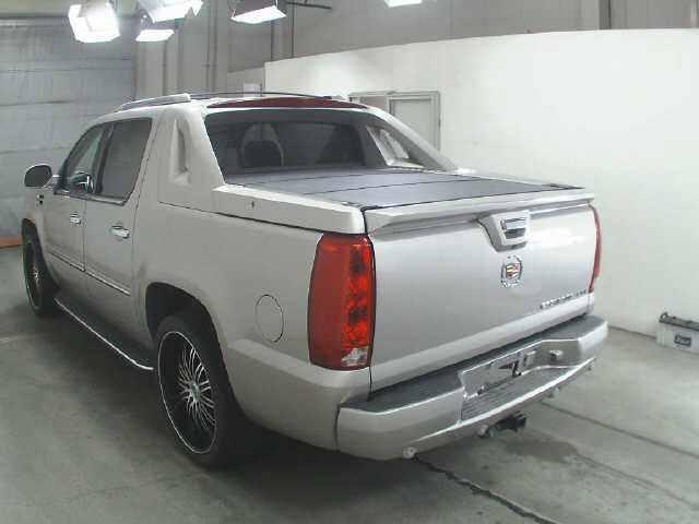 Import and buy GM CADILLAC ESCALADE 2013 from Japan to Nairobi, Kenya