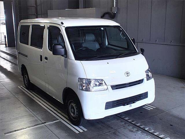 Import and buy TOYOTA TOWN ACE VAN 2018 from Japan to Nairobi, Kenya
