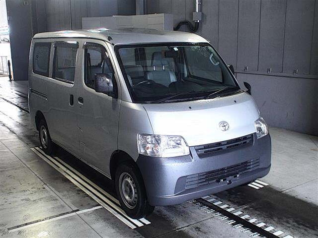Import and buy TOYOTA LITE ACE VAN 2017 from Japan to Nairobi, Kenya