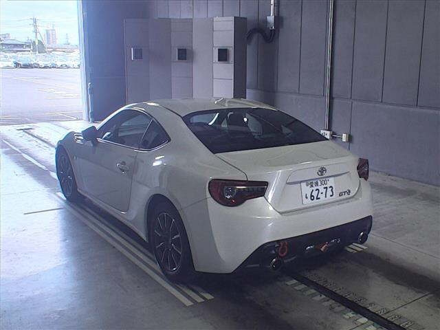 Import and buy TOYOTA 86 2017 from Japan to Nairobi, Kenya