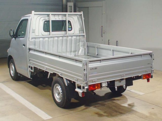 Import and buy TOYOTA LITE ACE TRUCK 2017 from Japan to Nairobi, Kenya