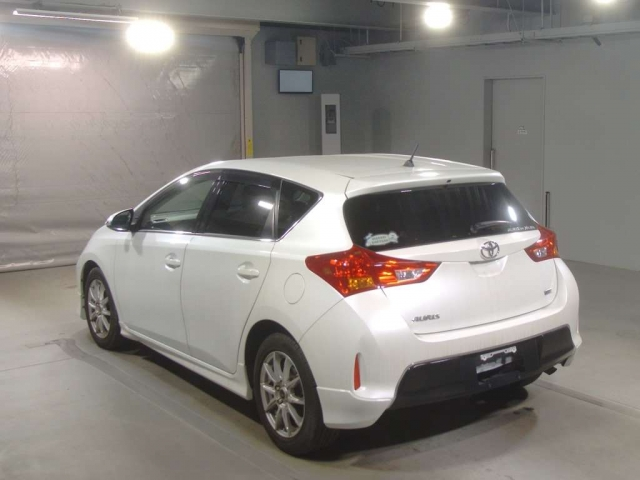 Import and buy TOYOTA AURIS 2014 from Japan to Nairobi, Kenya