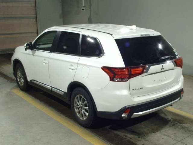 Import and buy MITSUBISHI OUTLANDER 2019 from Japan to Nairobi, Kenya