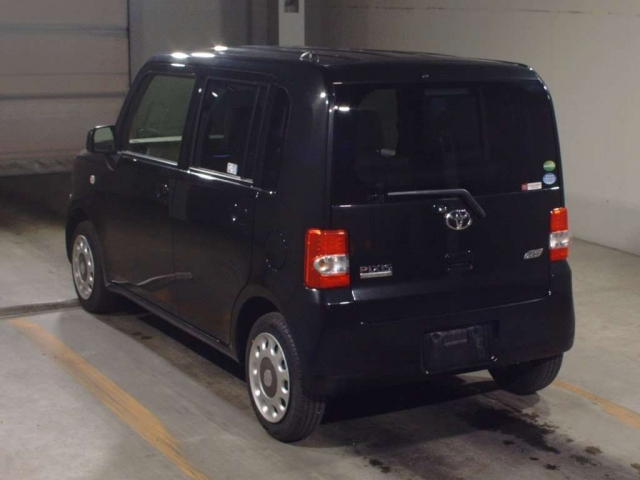 Import and buy TOYOTA PIXIS SPACE 2015 from Japan to Nairobi, Kenya
