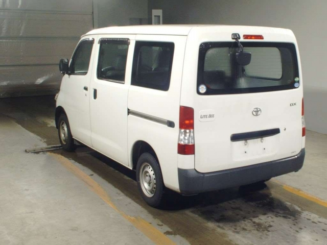 Import and buy TOYOTA LITE ACE VAN 2015 from Japan to Nairobi, Kenya