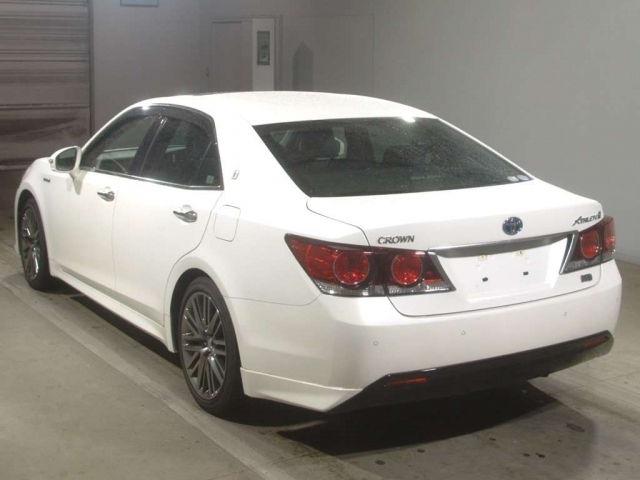 Import and buy TOYOTA CROWN 2016 from Japan to Nairobi, Kenya