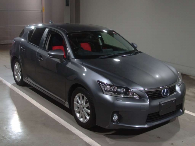 Import and buy LEXUS CT 2013 from Japan to Nairobi, Kenya