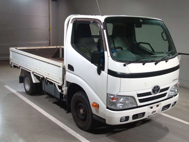 Import and buy TOYOTA DYNA 2015 from Japan to Nairobi, Kenya