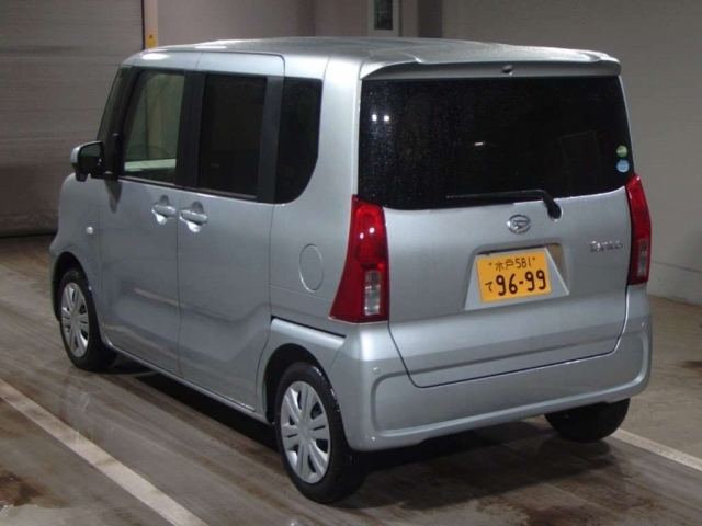 Import and buy DAIHATSU TANTO 2020 from Japan to Nairobi, Kenya