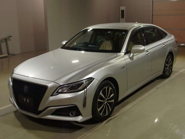 Import and buy TOYOTA CROWN 2018 from Japan to Nairobi, Kenya