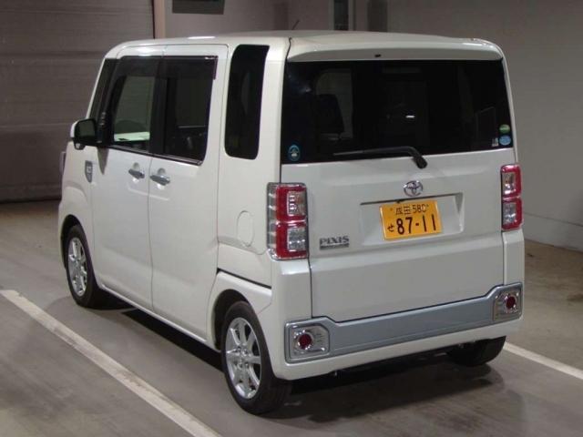 Import and buy TOYOTA PIXIS MEGA 2015 from Japan to Nairobi, Kenya