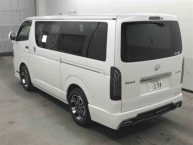 Import and buy TOYOTA HIACE VAN 2018 from Japan to Nairobi, Kenya