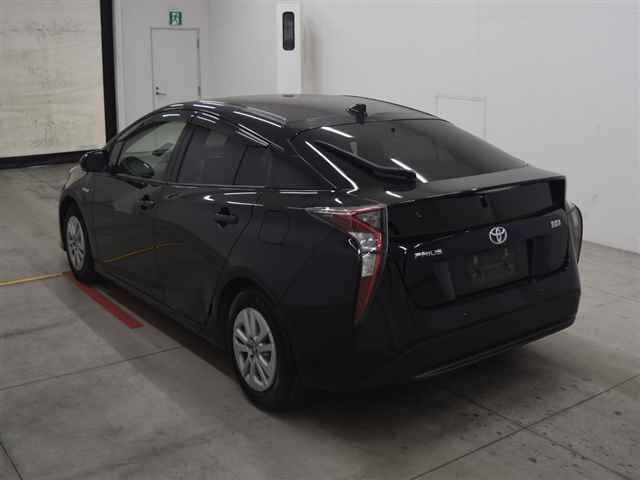 Import and buy TOYOTA PRIUS 2018 from Japan to Nairobi, Kenya