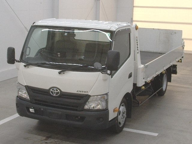 Import and buy TOYOTA DYNA 2018 from Japan to Nairobi, Kenya