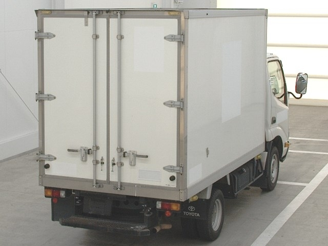 Import and buy TOYOTA DYNA 2016 from Japan to Nairobi, Kenya