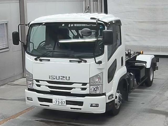 Import and buy ISUZU FORWARD 2019 from Japan to Nairobi, Kenya