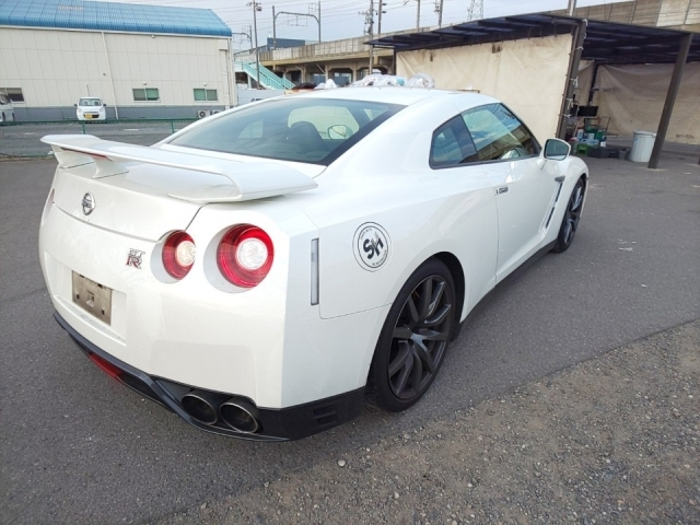 Import and buy NISSAN GT-R 2016 from Japan to Nairobi, Kenya