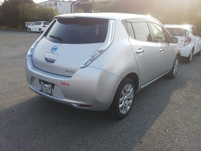 Import and buy NISSAN LEAF 2015 from Japan to Nairobi, Kenya