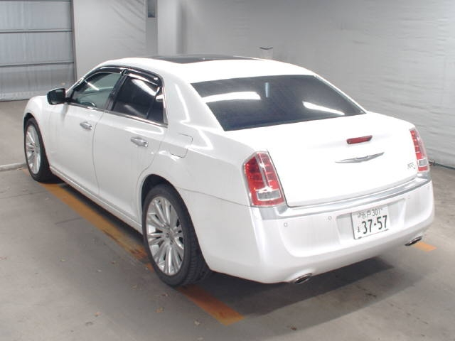 Import and buy CHRYSLER 300C 2014 from Japan to Nairobi, Kenya